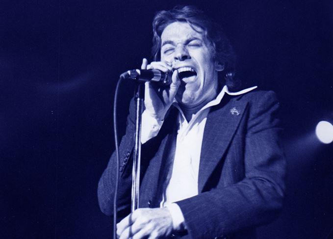 1980s pop singer Robert Palmer performing