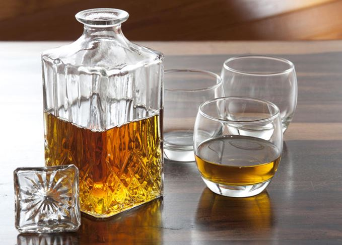 Whisky decanter with three tumblers