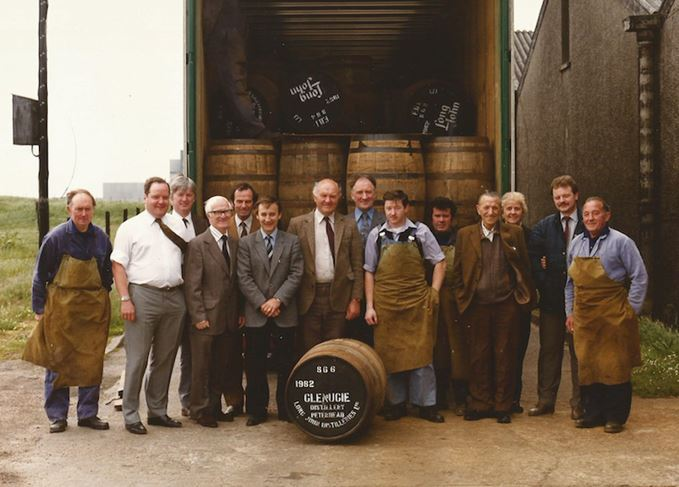 Glenugie workers with final cask