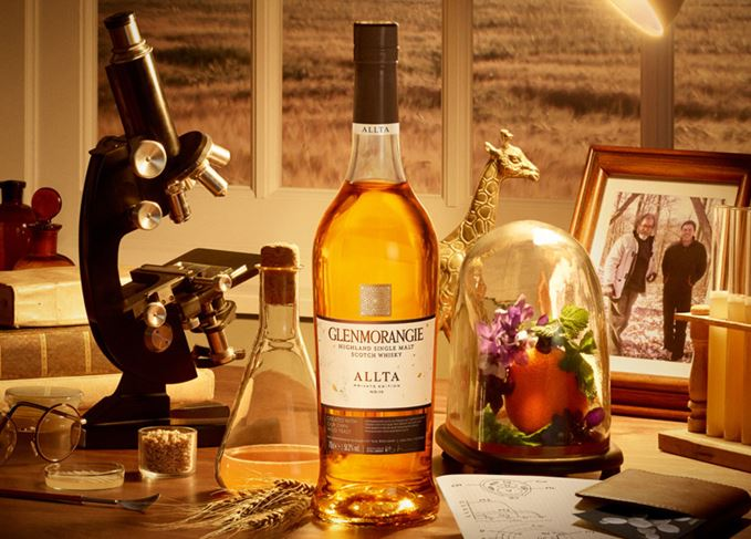 Glenmorangie Allta - Bill Lumsden and Michael Jackson pictured in a frame